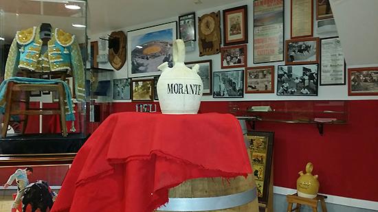 Morante dona su emblemático botijo y la muleta de su reciente triunfo en Ciudad Real al Museo Taurino de Almodóvar del Campo